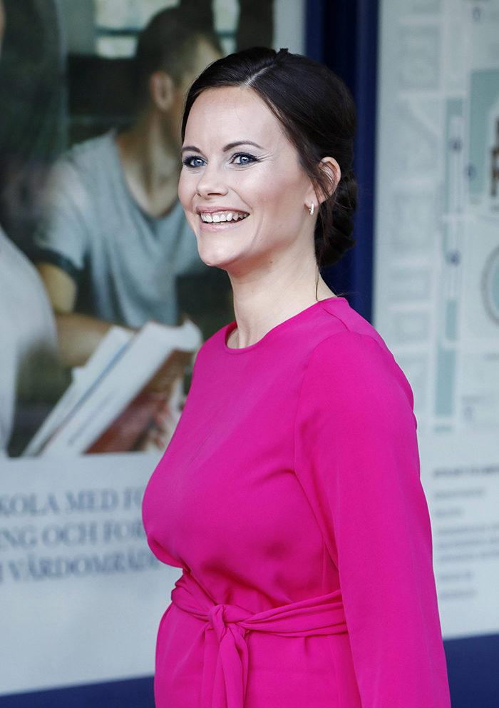 Se Sofias snygga klänning från svenska märket!   Femina