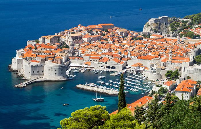 6a5f6d36142a Varma och soliga Dubrovnik i Kroatien är perfekt för en weekend redan i vår.