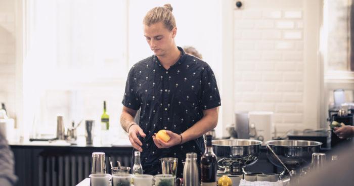 Emil-Hed-bartender