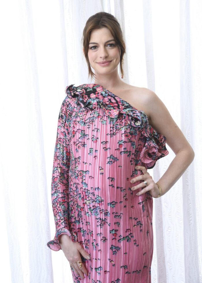 Anne Hathaway som gravid.