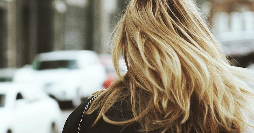 ont i hårbotten smutsigt hår