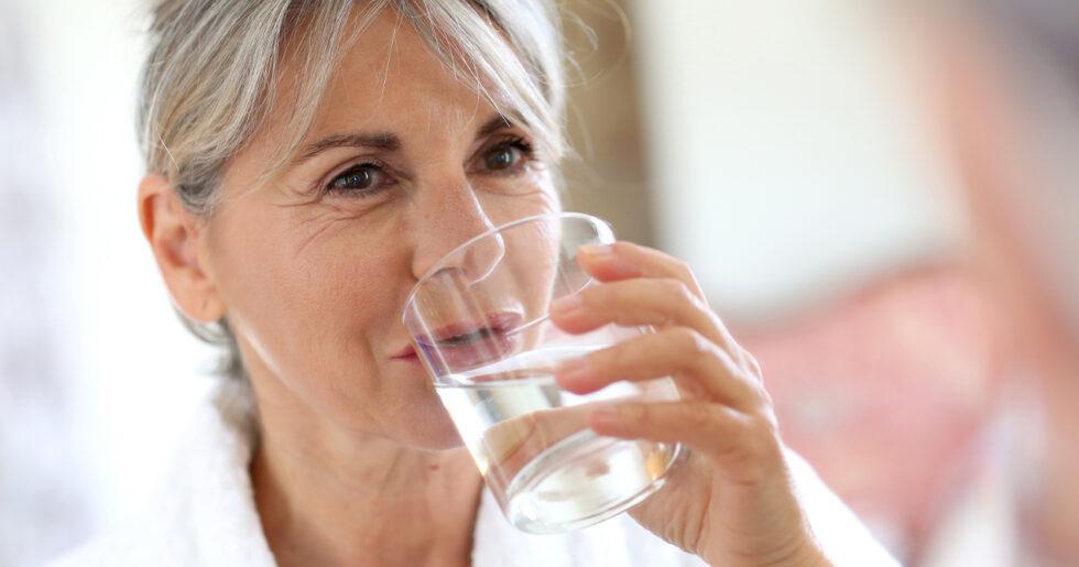 kan man dricka för mycket vatten