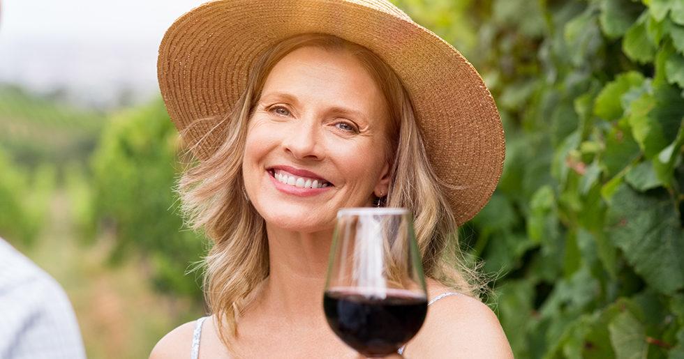 Studie: Vin och några extrakilon gör att du lever längre