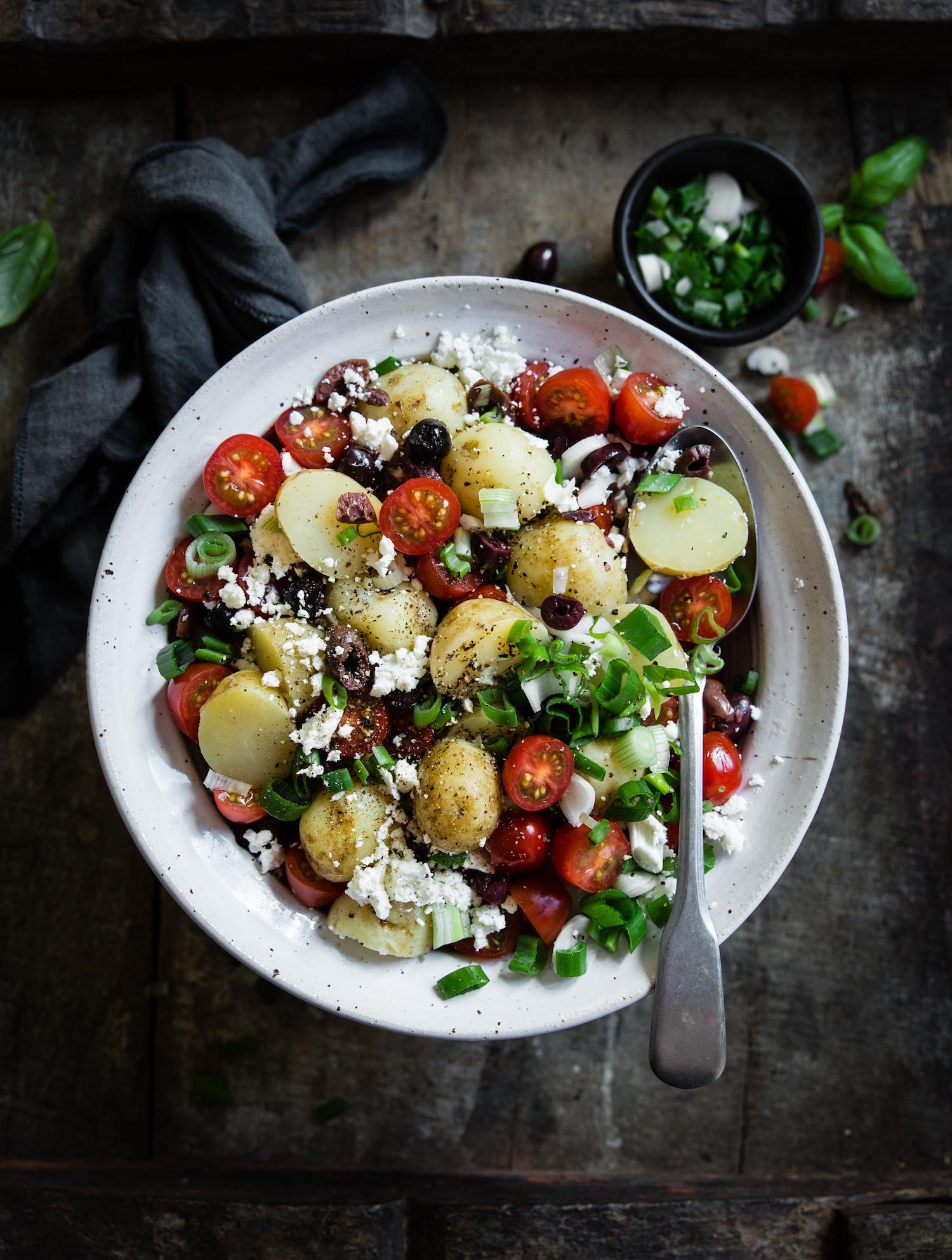 Potatissallad med feta och oliver