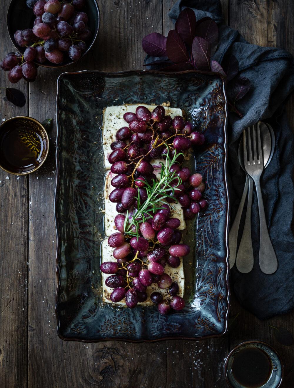 Ugnsbakad feta med rostade vindruvor