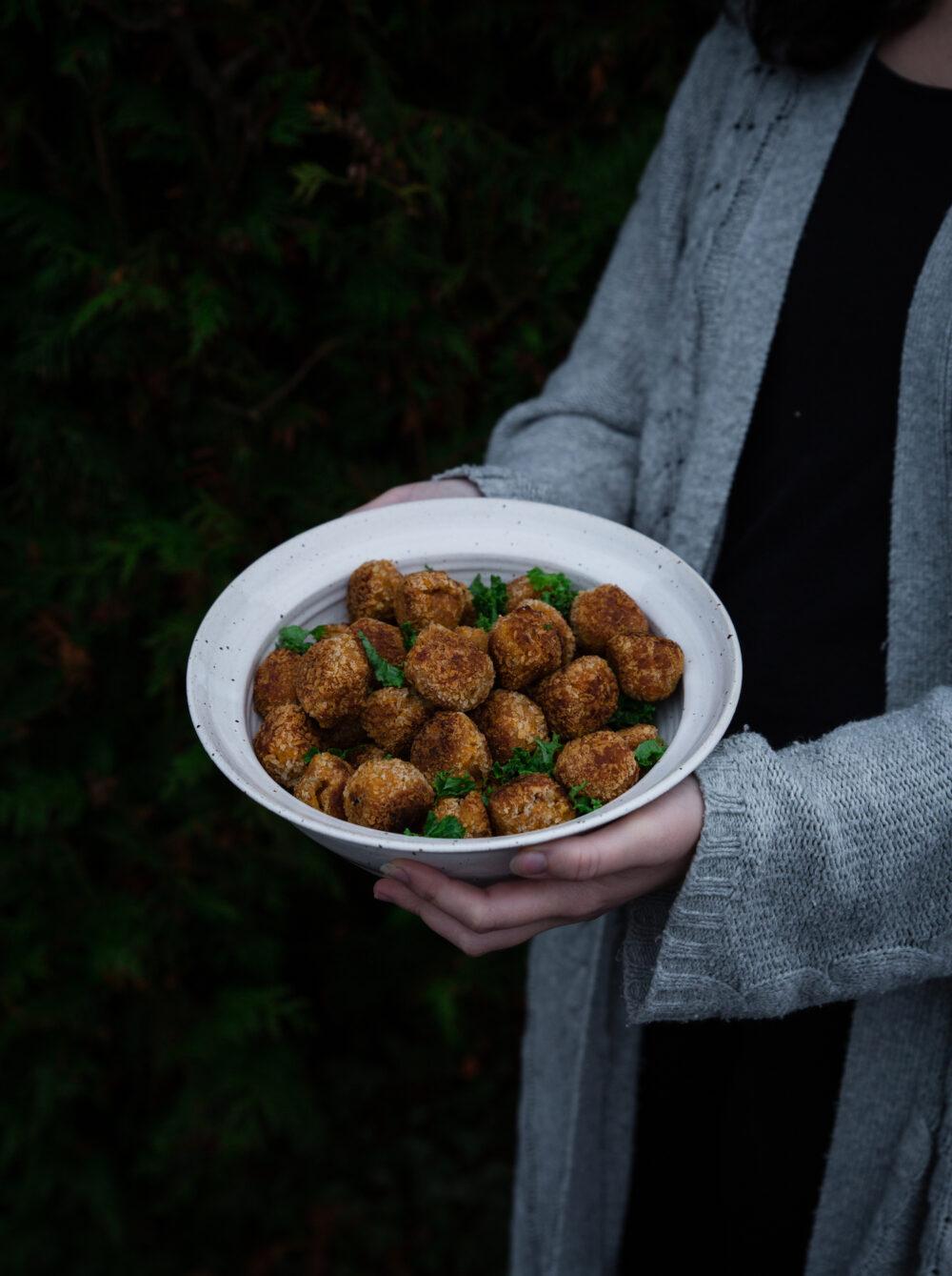 Krispiga vegobollar med halloumi och sötpotatis
